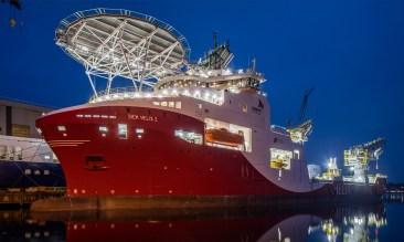 Siem Helix 2 Flensburg Hafen Werft Abendaufnahme