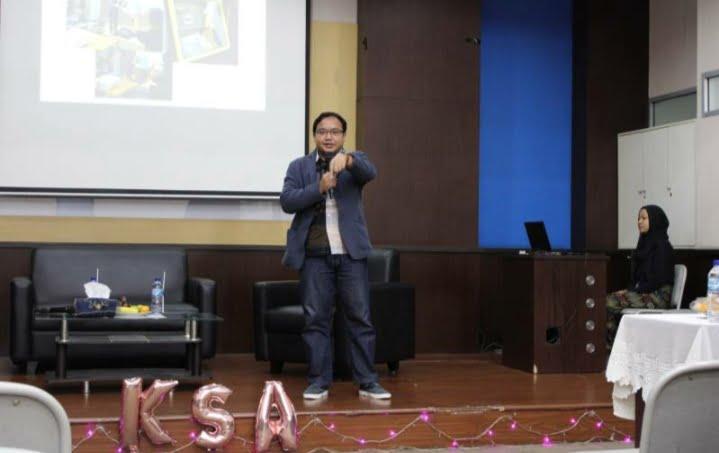 Pembicara Seminar E-Commerce Universitas Esa Unggul