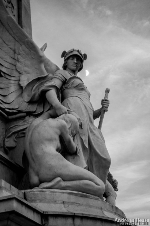 Angel of Justice on the Queen Victoria Memorial in front of Buckingham Palace