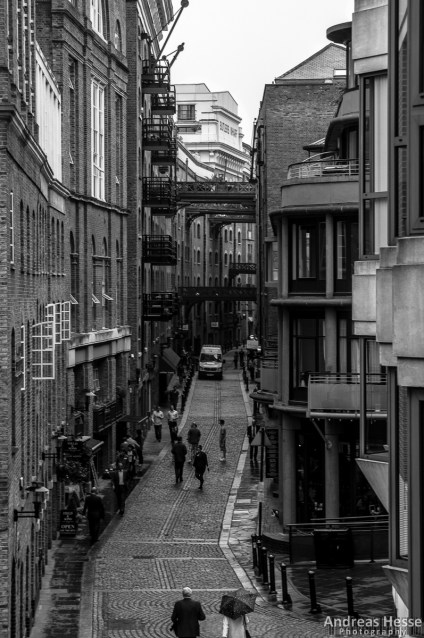 A side alley just off of Tower Bridge