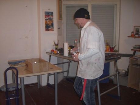 Ich beim Ausräumen meines Ateliers