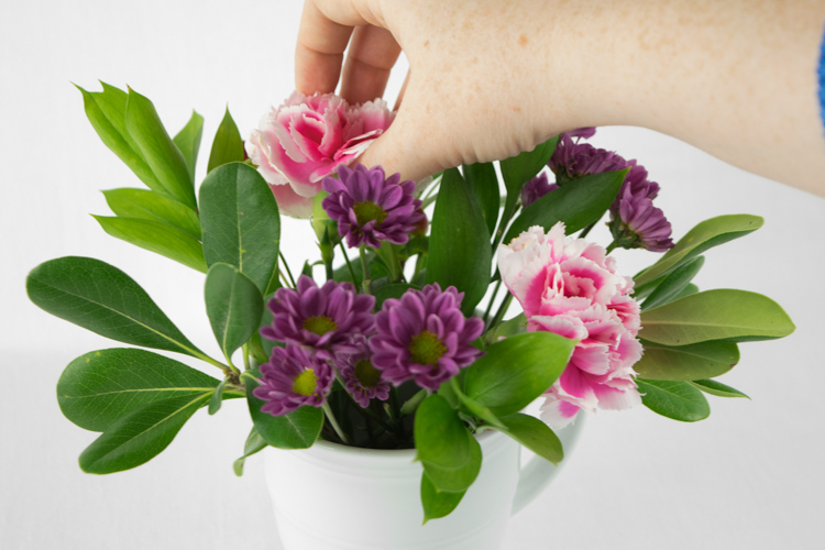 How to make a DIY Floral Arrangement - Great Mother's Day or Teacher Gift!