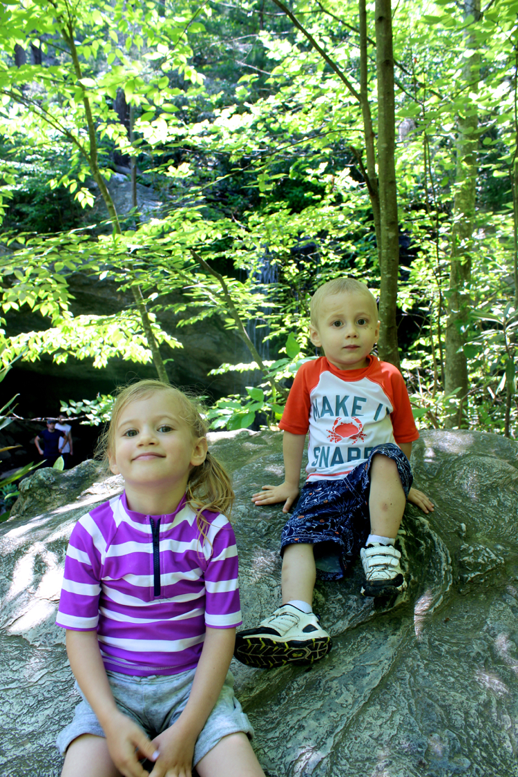 take good breaks when hiking with kids