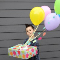 DIY Balloon Birthday Gift Wrap PLUS Free Printable Birthday Card