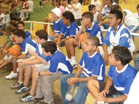 Galera assistindo os cadeirantes do basquete no ginásio Ayrton Senna