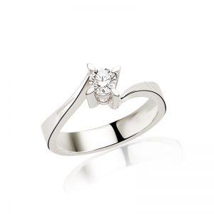 Verișorul meu i-a dăruit iubitei lui cel mai frumos inel de logodnă