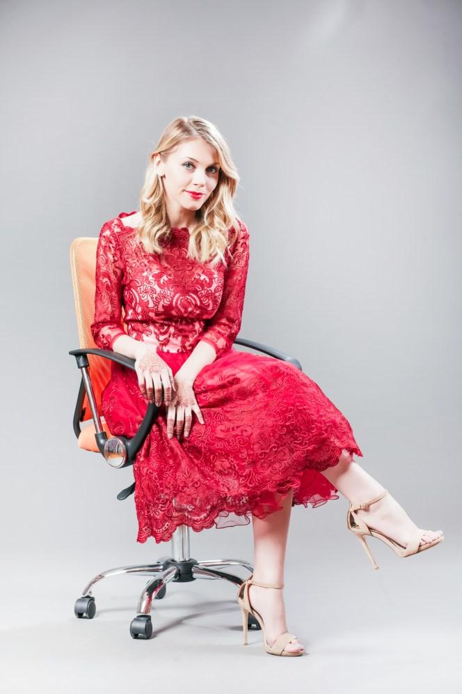 Andreea Ibacka, giveaway rochie rosie dantela 04