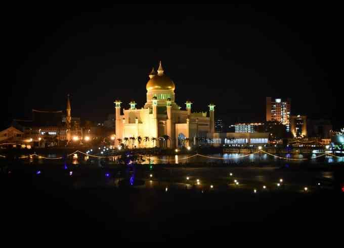 Omar Ali Saifuddien Mosque, Bandar Seri Begawan, Brunei, Borneo