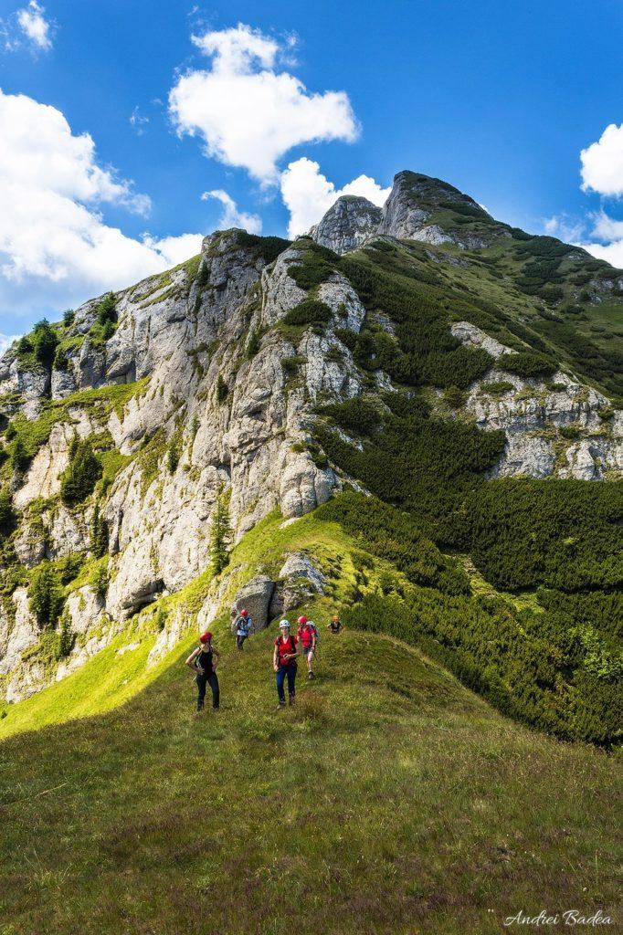 46 1 of 1 - Bucegi: Hoinari pe brâurile Morarului
