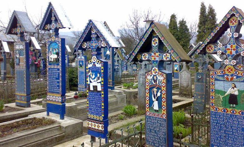 Photo of Cimitirul Vesel: locul în care românul glumește cu moartea