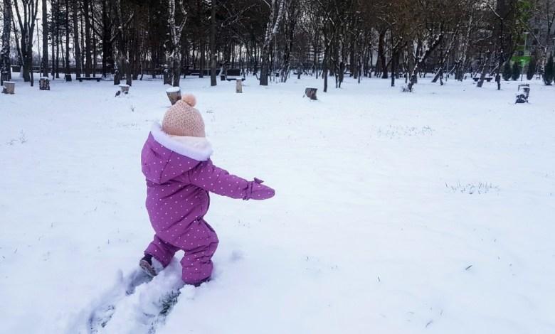 Photo of Ilinca a făcut primii pași prin zăpadă