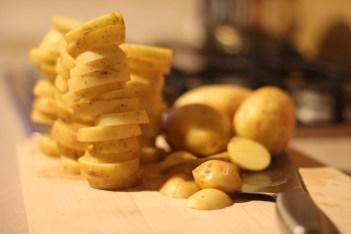 """""""Decât"""" niște cartofi. Mi-a plăcut poza."""