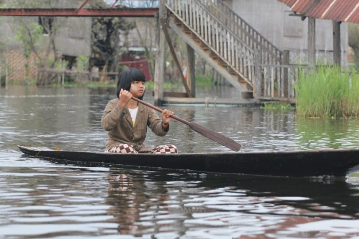 little girl rowing on Inle Lake - life on lake villages