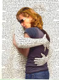 Abrazado a libros