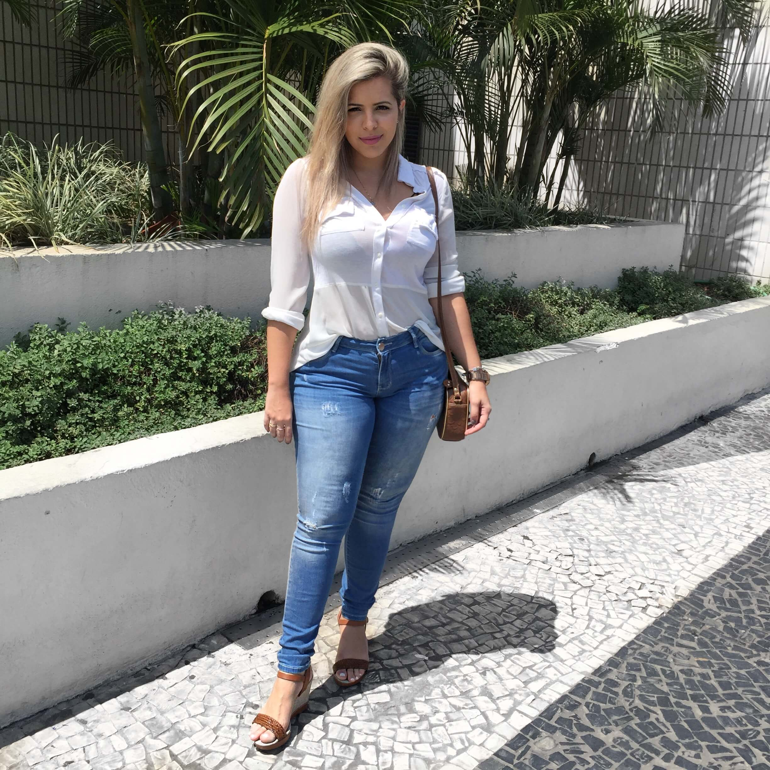 LOOK DO DIA BÁSICO E SEM ERRO JEANS + CAMISĀO look-do-dia-blog-andressa-chaban-classico-destroyer-jeans-classico