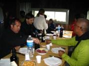 Dinant al refugi de la Isla Gable. Tierra del Fuego. Argentina