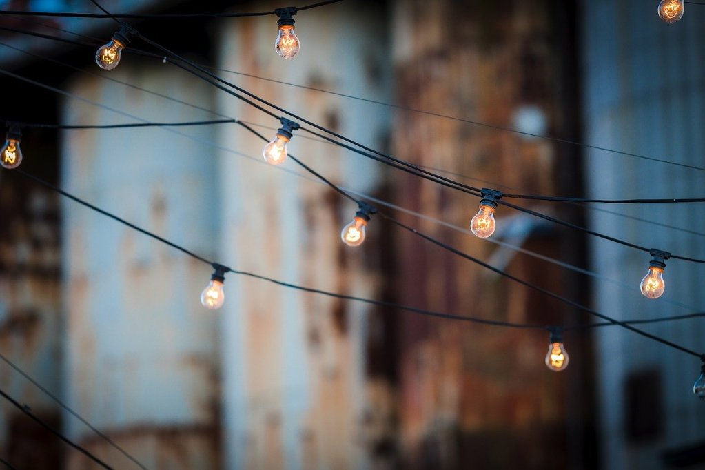 light bulbs, wire, hanging