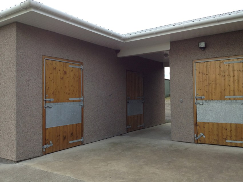 3 bay horse stable with storage facilities