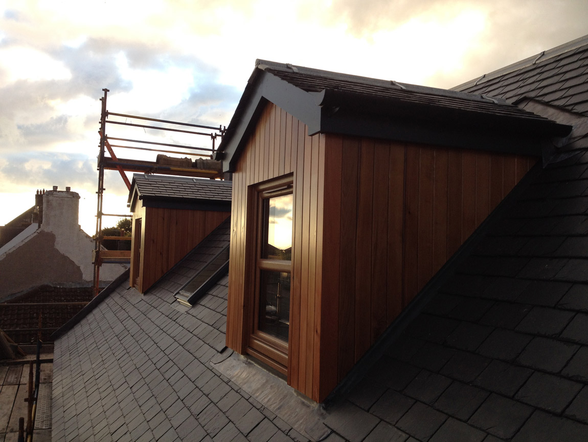 natural cedar cladding with grey finish timber fascia