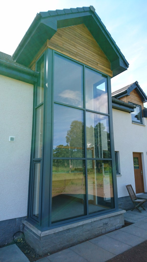 new build dwellinghouse with glazed corner and glass stairwell
