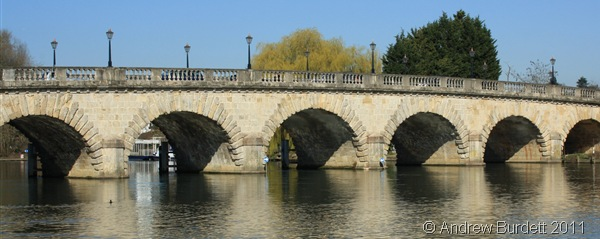 BLUE SKIES_The Maidenhead Bridge, seen from the south side.