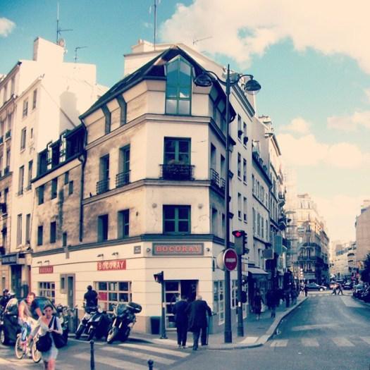 Rue due Faubourg Montmartre, #Paris, #France#parisjetaime #parisarchitecture #iloveparis #ig_paris #instaparis #parisphoto #visitparis #architecture #parisian #pariscartepostale #pariscity #parisparis #instatravel #topparisphoto #parismaville #parisfrance #parislife #parisisalwaysagoodidea #vscoparis #igersparis #art #placestovisit #facade #parislifestyle #beautiful #巴黎 #باريس# #パリ