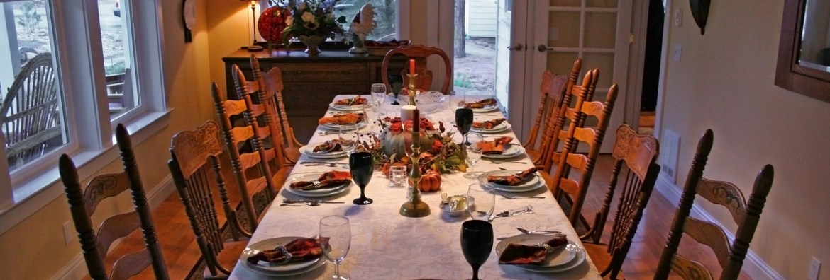 thanksgiving-table-1443940-1599x1066