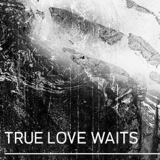 #1RADIOHEAD - TRUE LOVE WAITS. Genre: art rock.Album: A Moon Shaped Pool.True Love Waits được Thom Yorke biểu diễn lần đầu tiên vào năm 1995, và mãi tới 2016 nó mới được thu âm chính thức. Đây thực ra là một bản piano ballad rất đơn giản, nhưng nó cần 21 năm tâm huyết của Radiohead để có được phần phối phù hợp và đúng tầm đồ sộ của nó.Link: https://vimeo.com/170620454