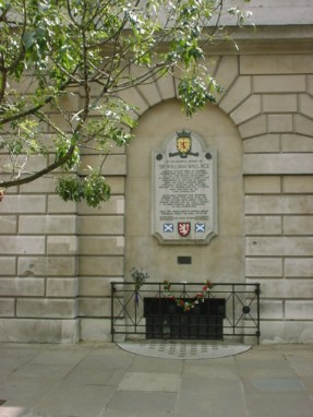 Memorial to Sir William Wallace on the wall of St Bartholomew's Hospital, Smithfield, near the place of his execution.