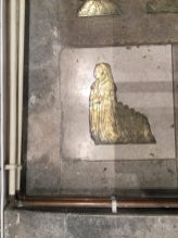 St Mary's Church, Willesden. A memorial brass, thought to be of Frances Welles (1560). Behind her kneel two boys and four girls. Image ©Andrew Pink 2016