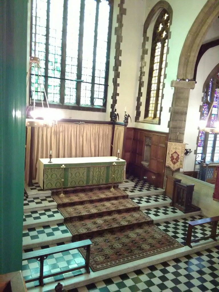 St Barnabas Southfields (London UK). The chancel. [Source: Andrew Pink © 2019]