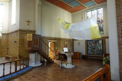 St Mary Newington, London. South transept, font and pulpit, 2018. [Source: ttps://londonchurchbuildings.com]