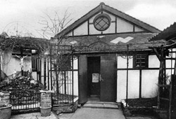 The main entrance c.1950 to first church of St Joan of Arc in Kelross Road, London N5