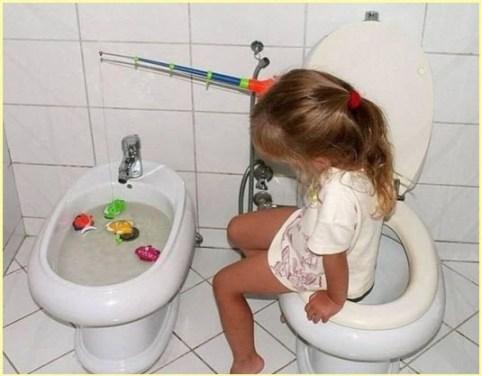 Девчонка в туалете