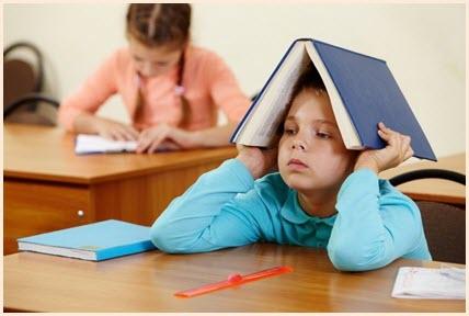 Мальчишка накрылся книгой