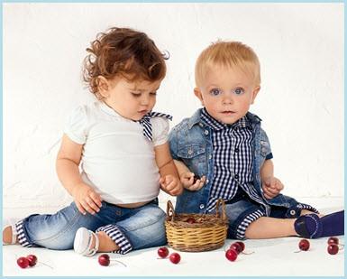 Миленькие детки с ягодками