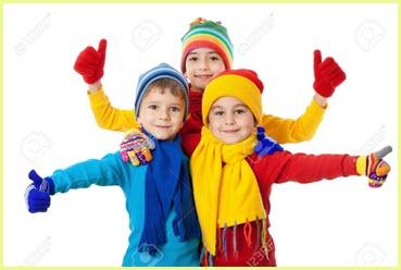 В ярких вязаных одёжках детям тепло