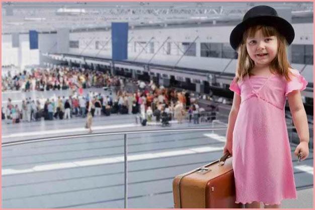 Прикольная девочка с чемоданом