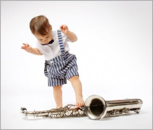 Мальчуган и саксофон