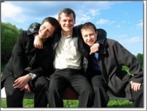 Три парня на фото