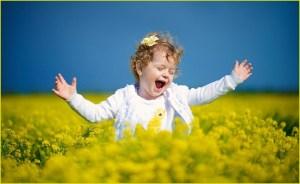 Девочка  поёт