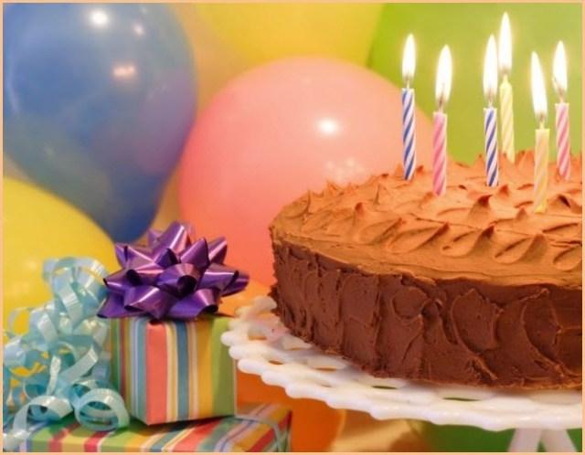 Подарки и торт