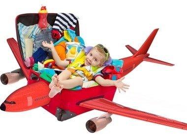 crianca-dentro-da-mala-em-formato-de-aviao-0000000000001CBC.jpg