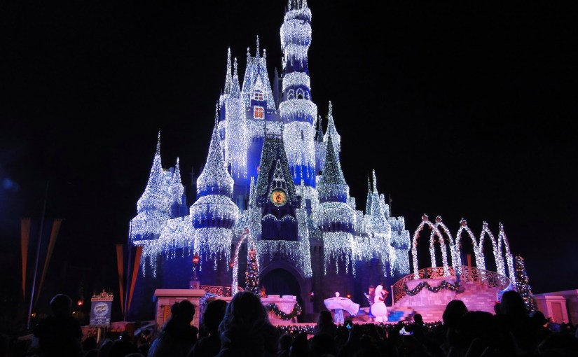 A Frozen Holiday Wish: O show onde Elsa congela o castelo no Magic Kingdom