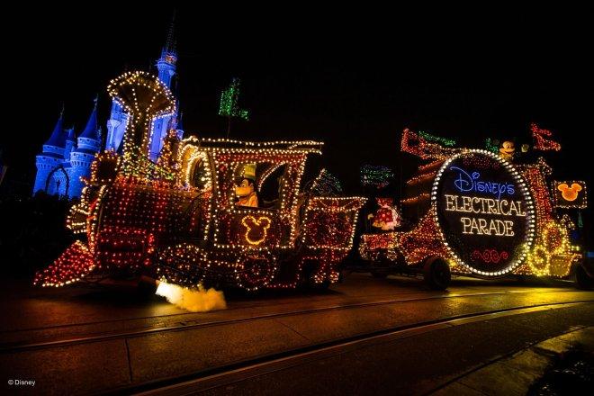 Disneys-Electrical-Parade-4