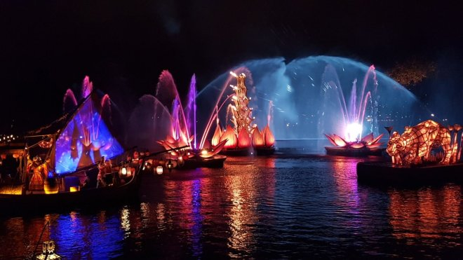 Show noturno Rivers of Light