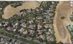 Jedem Haus seinen Pool - Ausschnitt aus Google Earth von Blackhawk.
