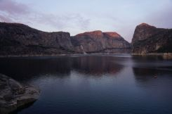 Abendlicht am Hetch Hetchy Dom (links).
