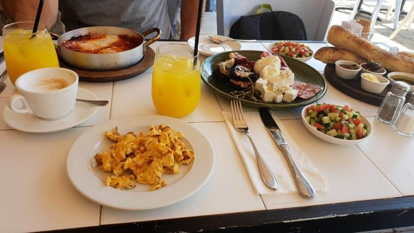 Традиционный израильский завтрак