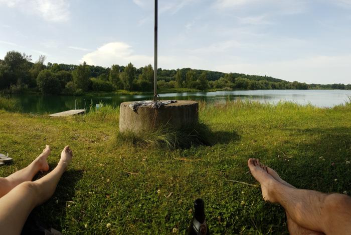 лежат около озера в Германии